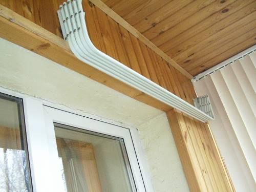 Фото потолочных раздвижных сушилок на балконе.